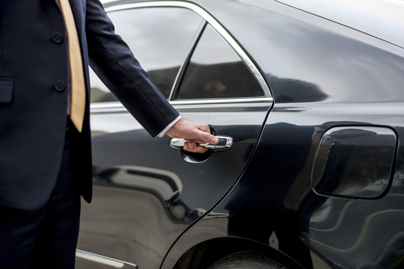 A Visitor's Guide to Choosing a Chauffeured Car Service in Palm Springs
